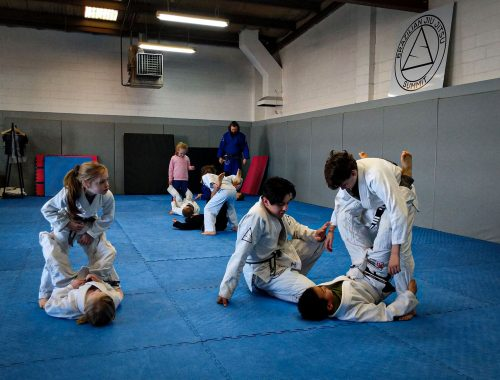 Kids training jiu jitsu